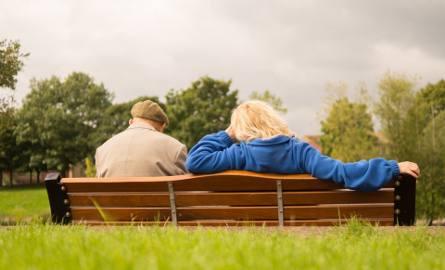 Każdy emeryt i rencista może dorobić do swojego świadczenia i wielu z nich na to się decyduje. Niektórzy muszą być czujni i kontrolować czy ich zarobki