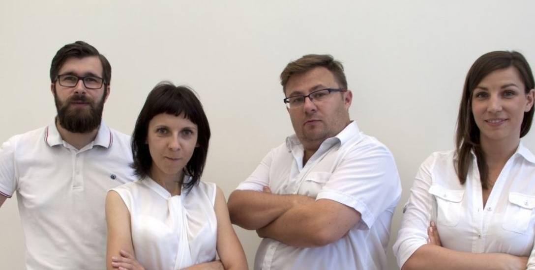 Od lewej: Szymon Graczyk, dr Aleksandra Rutkowska, dr inż. Błażej Kudłak i mgr Aleksandra Szybiak, czyli zespół młodych naukowców z GUMed i PG, których