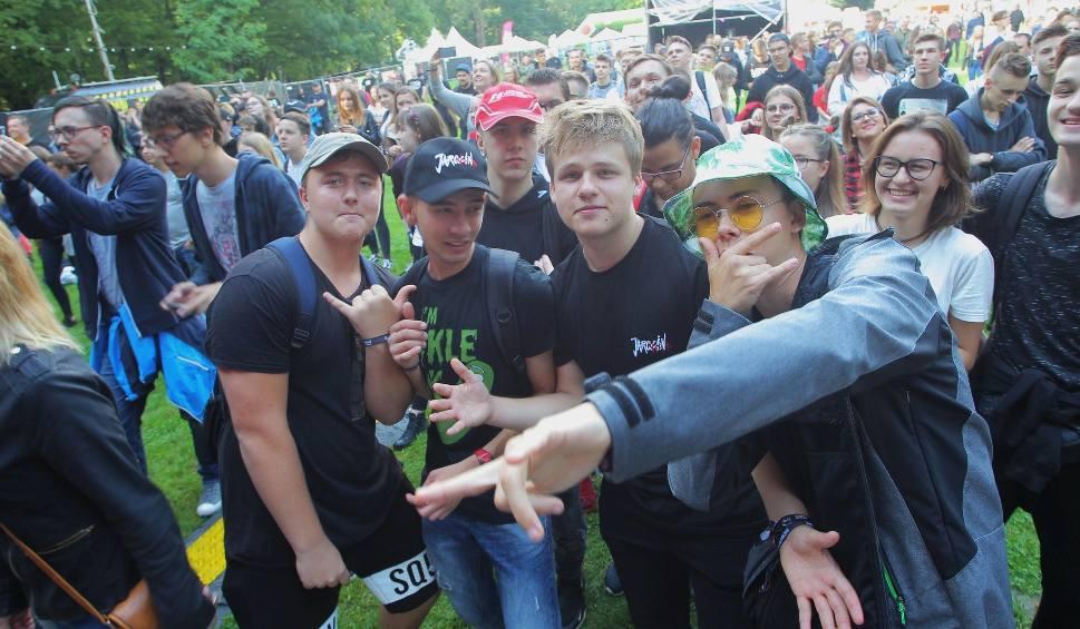 Film do artykułu: Jarocin Festiwal 2018 wystartował! Tak się bawi publiczność na koncertach gwiazd! [ZDJĘCIA]