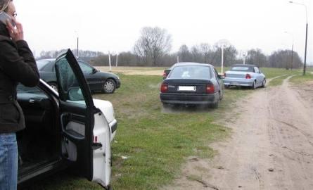 Poszukiwania prowadzono również samochodami.