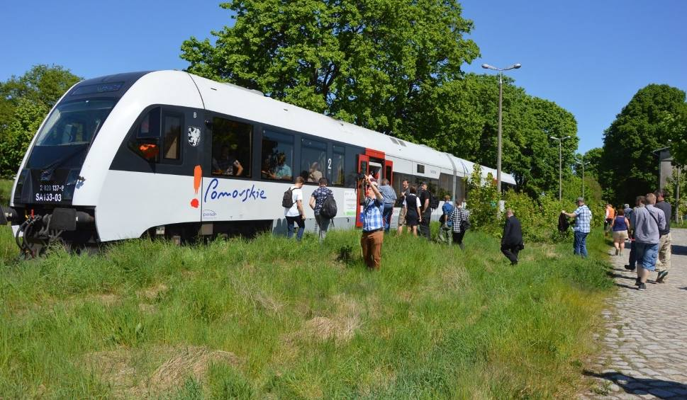Film do artykułu: Modernizacja linii kolejowej nr 201 z Gdyni do Kościerzyny. W Kartuzach zwierają szyki w obronie kolejowego połączenia z Gdańskiem[zdjęcia]