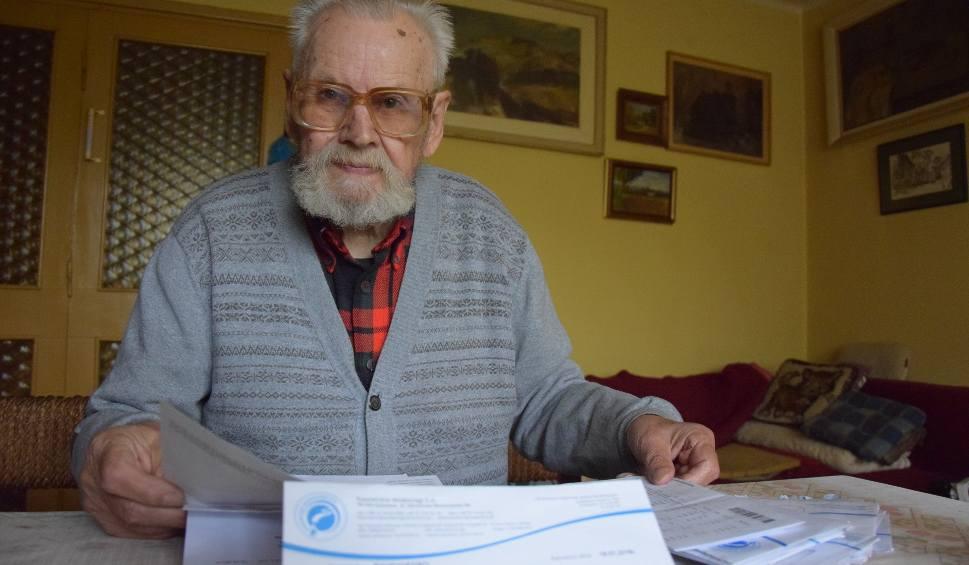 Film do artykułu: Katowiczanin dostał rachunek za wodę na 300 zł. Ma 87 lat i mieszka sam