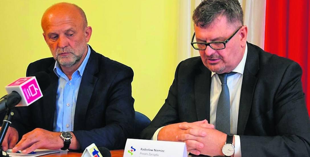 Prezes szpitala Radosław Niemiec (z prawej) 10 czerwca mówił ze starostą o stanie rozmów na temat przejęcia Salusa. Kilka tygodni później zmieniono zarząd
