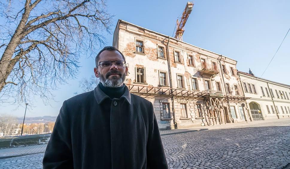 Film do artykułu: Nowy Sącz. Jezuici ruinę w centrum miasta zmienią w szkołę podstawową.