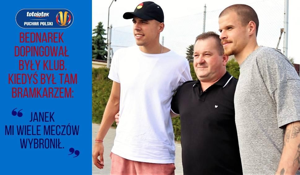 Film do artykułu: Regionalny Puchar Polski. Jan Bednarek był kiedyś... bramkarzem. Grzegorz Pater nadal gra w piłkę | Flesz Sportowy24