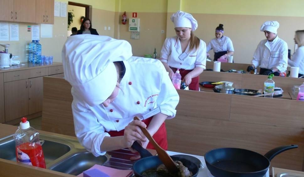 Film do artykułu: Kreatywny kucharz w Tarnobrzegu z kaczką w roli głównej [ZDJĘCIA]