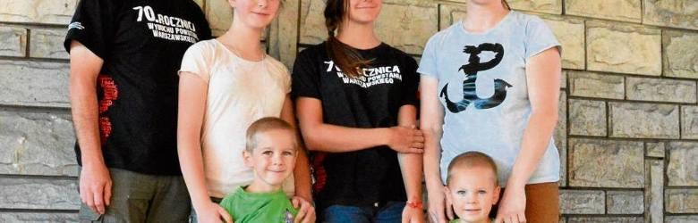 Rodzina państwa Ingardenów: Julia (w kapeluszu) z rodzicami i rodzeństwem