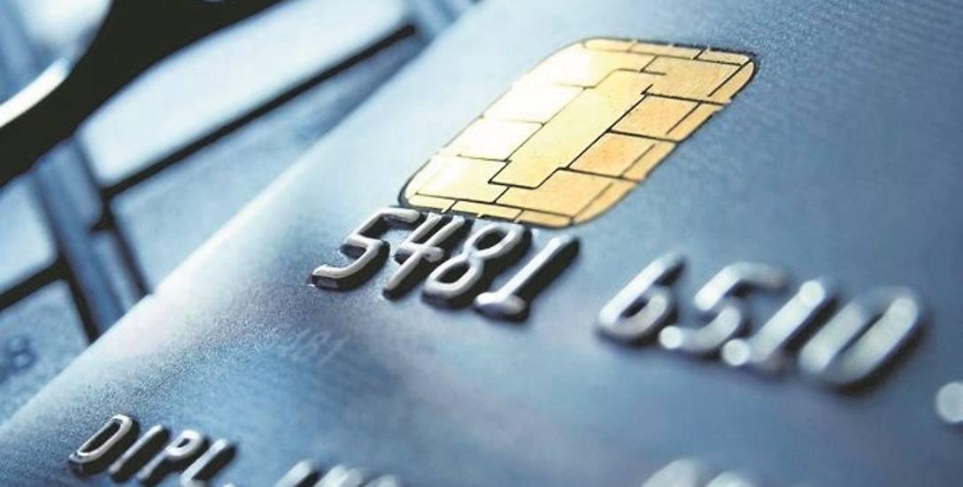 Klientki zmarły, a pracownica banku połakomiła się na pieniądze z ich kont
