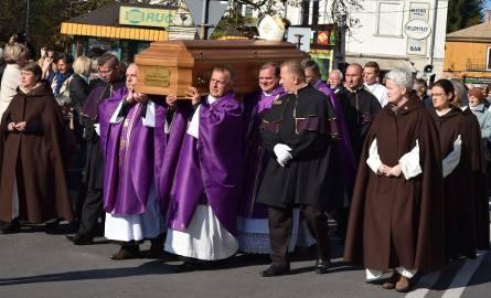 Sandomierz. Ostatnia droga biskupa seniora Wacława Świerzawskiego (ZDJĘCIA)