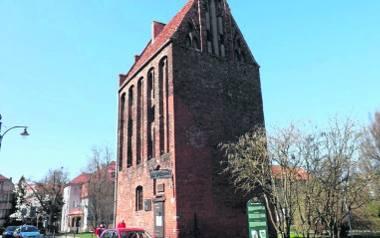 Baszta lontowa to jeden z najstarszych, ocalałych, kołobrzeskich zabytków, do 2012 r. siedziba PTTK. Do dziś nie brakuje głosów, że to miasto powinno