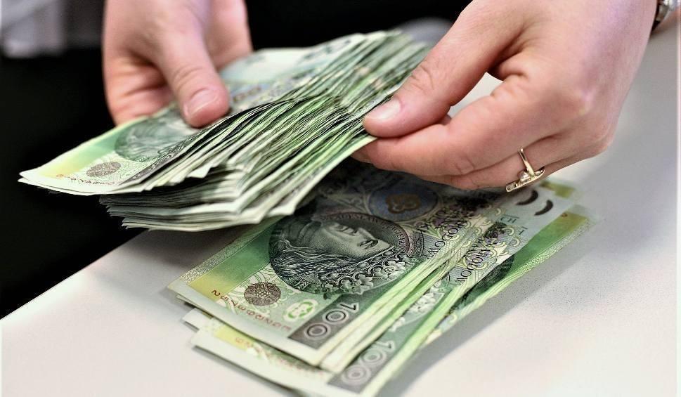 Film do artykułu: Ci Polacy zarabiają najwięcej! Sprawdź, gdzie warto zamieszkać, żeby tyle zarabiać