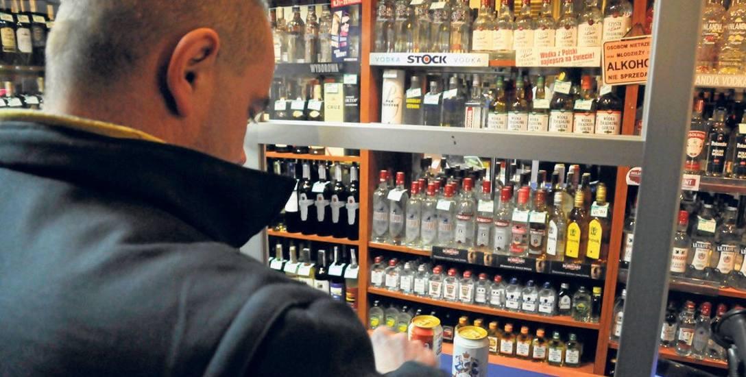 Samorząd zdecyduje, czy alkohol kupisz po godz. 22. Prezydent Andrzej Duda podpisał nowelizację ustawy o wychowaniu w trzeźwości