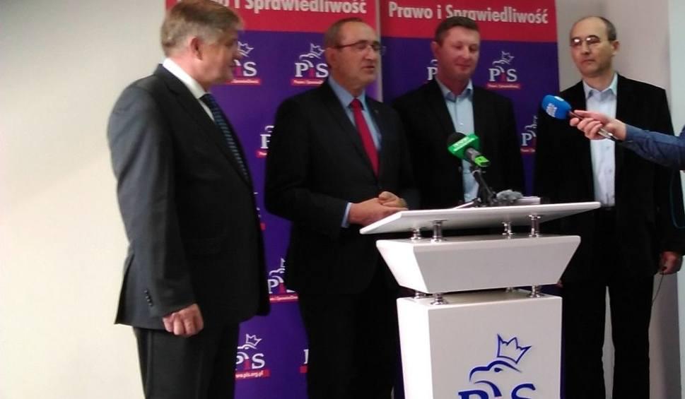 Film do artykułu: Radni powiatowi PiS żądają odwołania starosty białostockiego (wideo)