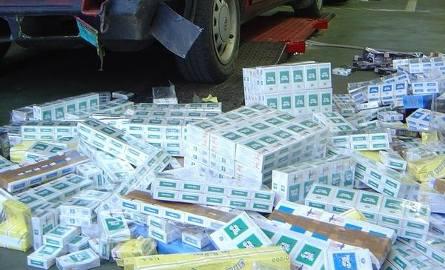 W trzech passatach celnicy znaleźli prawie 250 tysięcy sztuk papierosów.