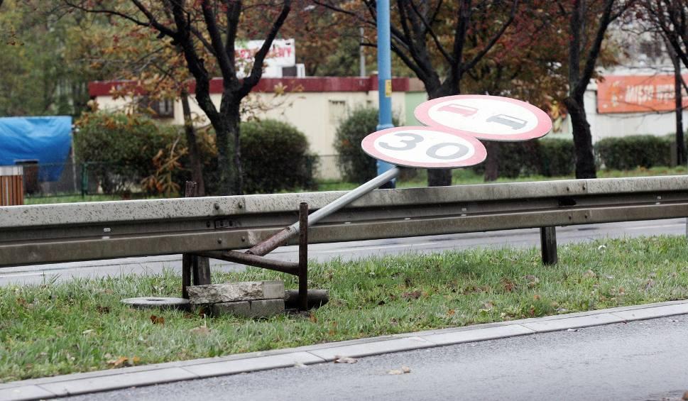 Film do artykułu: Pogoda w woj. śląskim: idzie ocieplenie, ale i silny wiatr. IMGW ostrzega