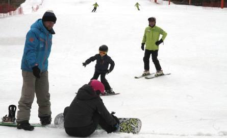 W czwartek na Stadionie w Kielcach warunki były ciężki, ale narciarze jeszcze korzystali