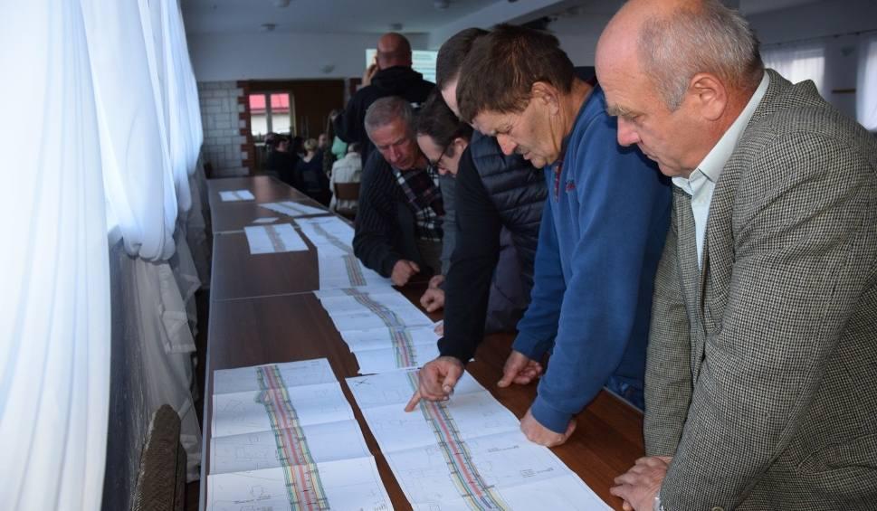 Film do artykułu: Droga Kraków - Olkusz zostanie przebudowana. Planowane zjazdy z drogi krajowej niepokoją ludzi w Jerzmanowicach i Sąspowie