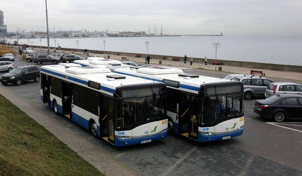 Film do artykułu: Szybka podwyżka dla kierowców i Gdynia jedzie dalej. O ile więcej teraz zarobią w komunikacji miejskiej?