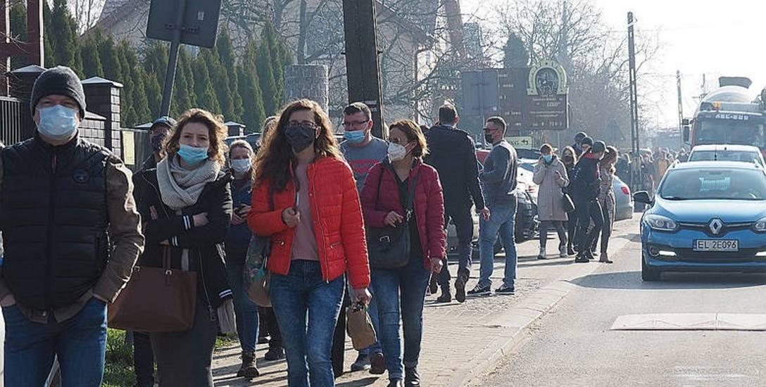 Pierwotnie największa w Polsce internetowa licytacja koni miała się odbyć 31 marca br. w stadninie w Wiączyniu Dolnym (powiat łódzki wschodni). Przyjechały