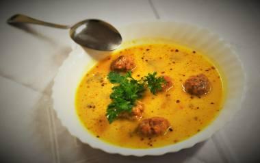 Rozgrzewająca isepska zupa serowa z pulpetami [PRZEPIS]