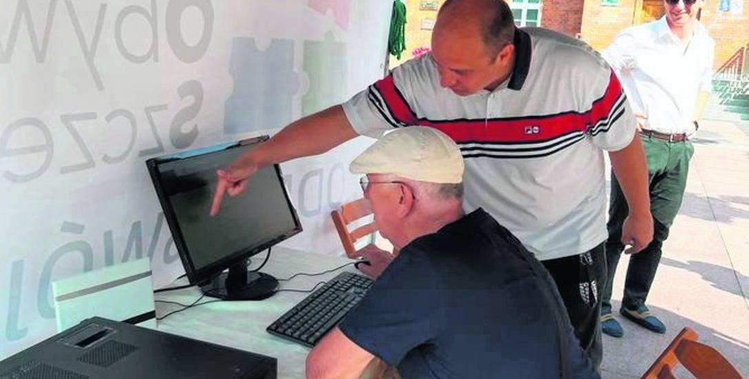 SAPiK na placu Wolności uruchomił punkt, w którym można przez internet zagłosować na swój projekt
