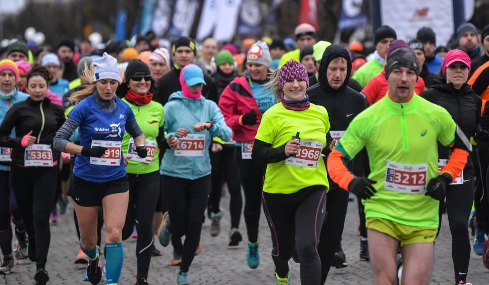 Film do artykułu: Onico Gdynia Półmaraton. Miasto opanują biegacze