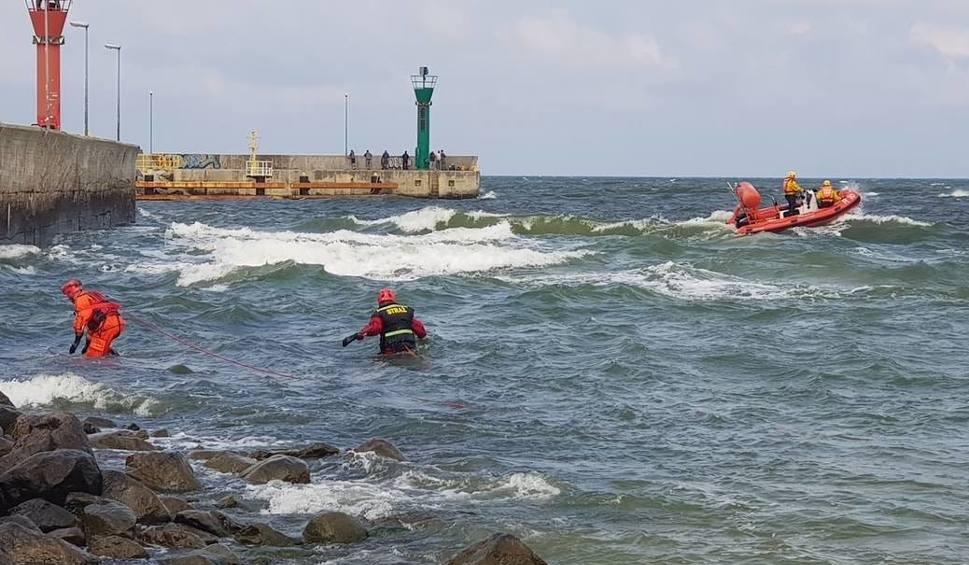 Film do artykułu: Przy kanale portowym w Łebie znaleziono ciało mężczyzny. Najprawdopodobniej to poszukiwany od tygodnia 21-latek ze Śląska