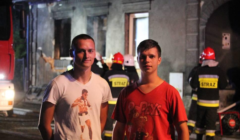 Film do artykułu: Wbiegli do płonącego domu. Chcieli ratować ludzi ZDJĘCIA