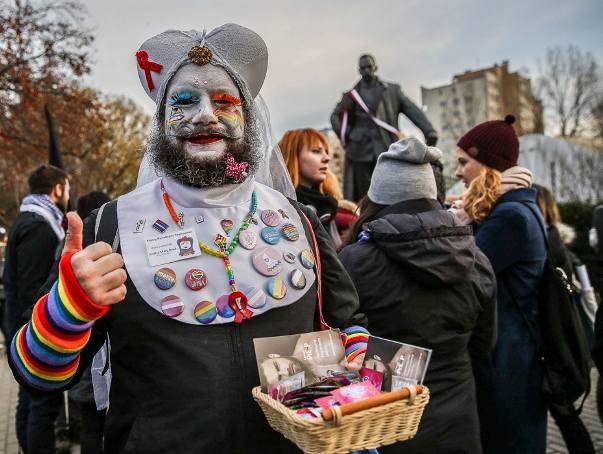 Pierwszy w historii Gdyni Marsz Równych [17.11.2018]. Na Tęczowy Marsz przyszli też kontrmanifestanci