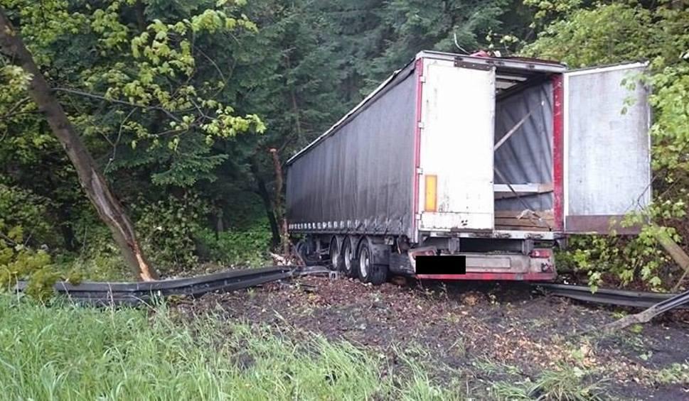 Film do artykułu: Ciężarówka spadła ze skarpy, zakopianka będzie zamknięta [OBJAZDY, MAPA]