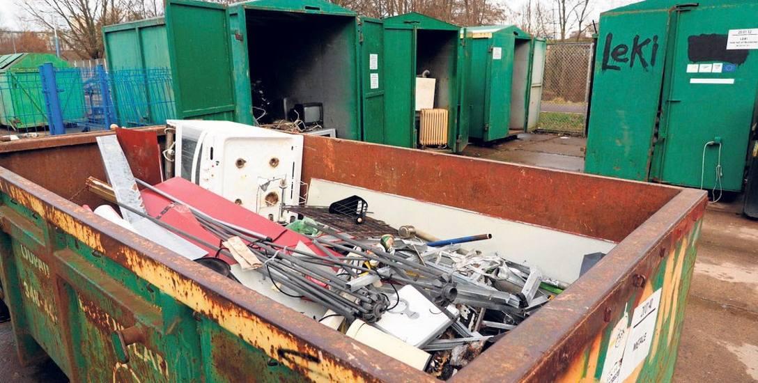 Punkt Selektywnego Zbioru Odpadów Komunalnych znajduje się w Koszalinie przy ul. Komunalnej 5, a Miejsce Selektywnej Zbiórki Odpadów Komunalnych przy