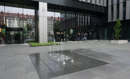 Biurowiec Maraton znajduje się przy ul. Królowej Jadwigi w Poznaniu