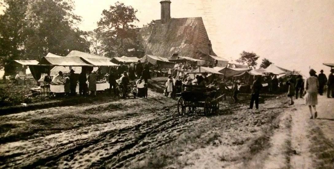 Pamiątką po ostatniej epidemii dżumy na Śląsku jest kościół św. Rocha w Grodzisku koło Olesna. Zdjęcie z lat 30. XX wieku.