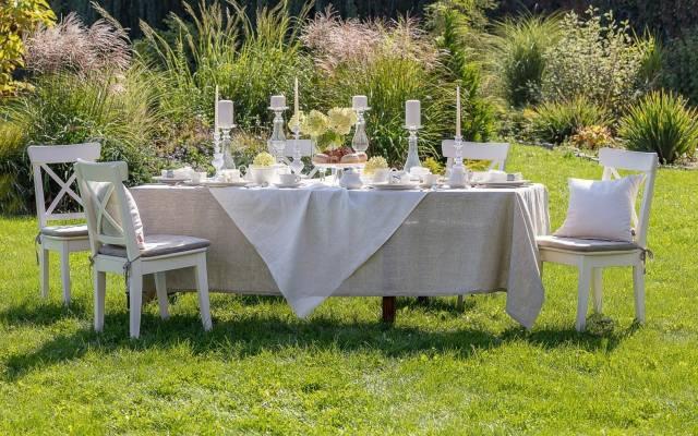 Właściciele domów, jeśli tylko pogoda dopisze, mogą zorganizować przyjęcie w ogrodzie lub na tarasie.