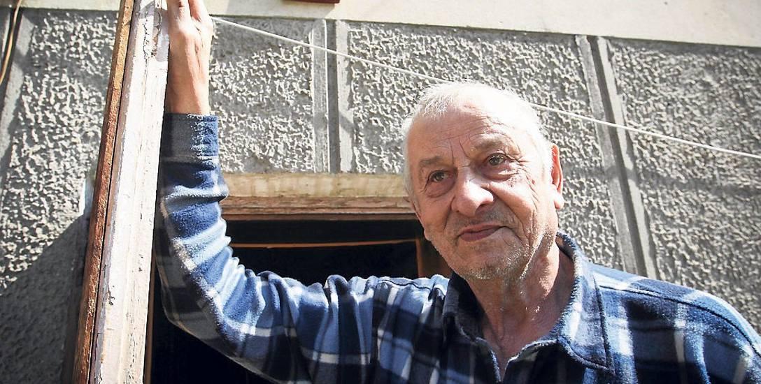 Mieszkający w Futomie Konstanty Drewniak ma 78 lat.