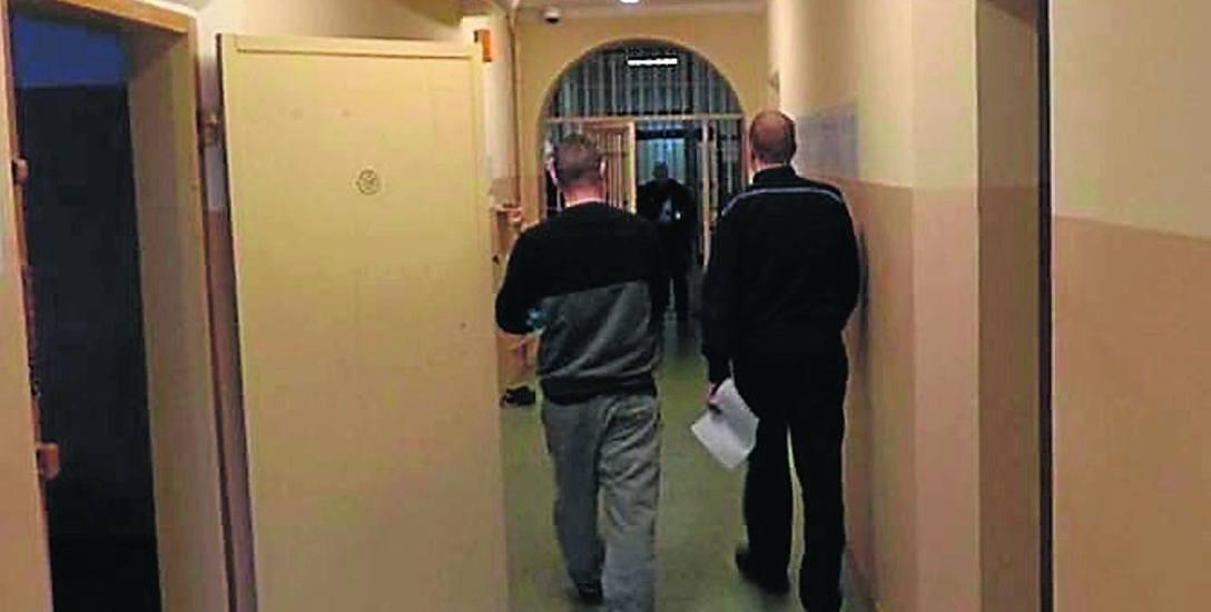 Kamil S. po zatrzymaniu na wniosek prokuratury został tymczasowo aresztowany. Nadal przebywa w areszcie