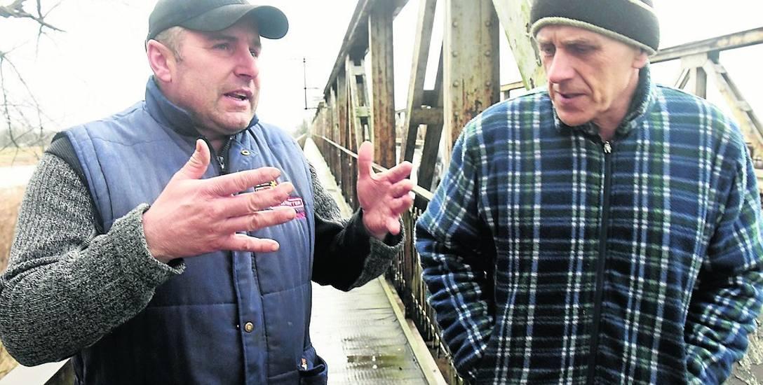 - Chcielibyśmy, aby urzędnicy jasno określili, co będzie się działo z mostem - tłumaczą rolnicy