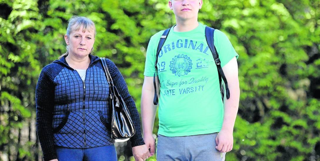 Barbara Jakubaszek z synem Tomkiem, który z powodu niepełnosprawności wymaga ciągłej opieki