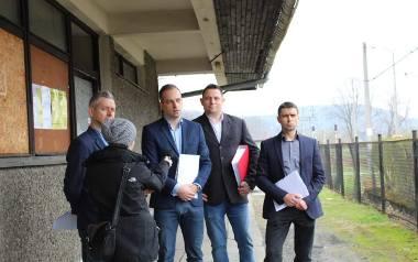 Informacja o wspólnej inicjatywie mieszkańców została ogłoszona na dworcu w Jeleśni