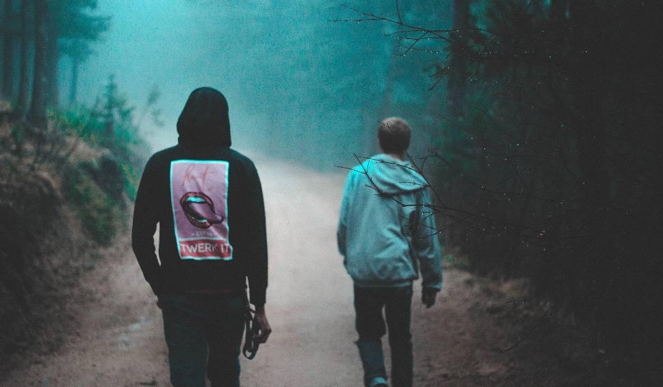 Film do artykułu: ZIELONA GÓRA Upita do nieprzytomności 17-latka znaleziona w lesie