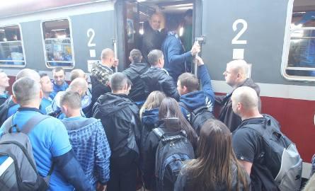 Jeśli do końca roku nie zmienią się przepisy, uczniowie, studenci, a także niepełnosprawni i emeryci stracą zniżkowe bilety na pociąg.