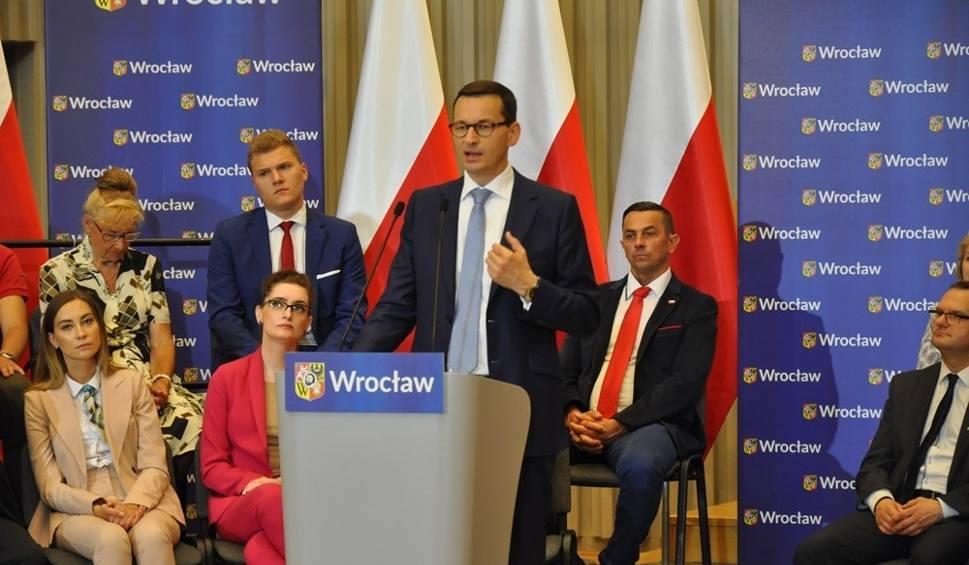 Film do artykułu: Premier Mateusz Morawiecki we Wrocławiu obiecał nową autostradę A4. Mieszkańcy: Jest Pan kłamcą!