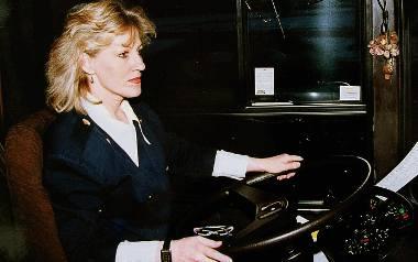 Pani Wiesława za kółkiem mercedesa. To jeden z pierwszych niskopodłogowych autobusów, jakie pojawiły się w Gdyni