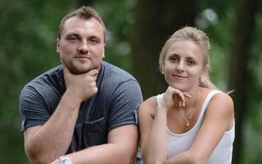 """Grzegorz Toczyłowski w telewizyjnym programie """"Rolnik szuka żony"""" poznał Dorotę z Podkarpacia. I serce zabiło mu mocniej..."""