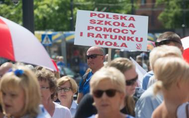 Wszystko zaczęło się od ogłoszenia przez minister edukacji Annę Zalewską zmian w oświacie. Nastąpiło to 27 czerwca 2016 w Toruniu. Wtedy mało kto wierzył,