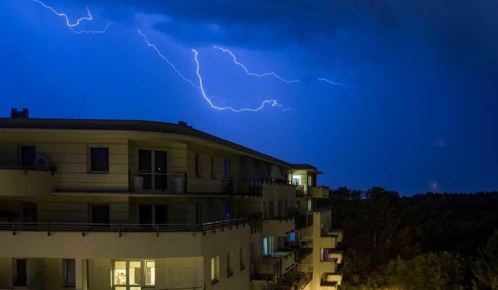 Film do artykułu: Ostrzeżenie przed burzami na Pomorzu. Gdzie będzie burza?
