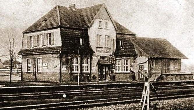 Tak wyglądała niegdyś stacja kolejowa w Rozmierce pod Strzelcami Opolskimi. To właśnie na tej linii doszło do akcji sabotażowej