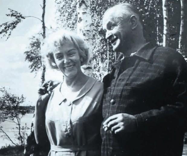Alfred Szklarski  z żoną, umieścił Tomka na Czarnym Lądzie, na wojennej ścieżce, na tropach yeti, w Rosji i Chinach, wśród łowców głów, u źródeł Amazonki