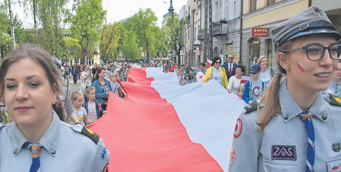 Najdłuższa biało - czerwona flaga w całym województwie