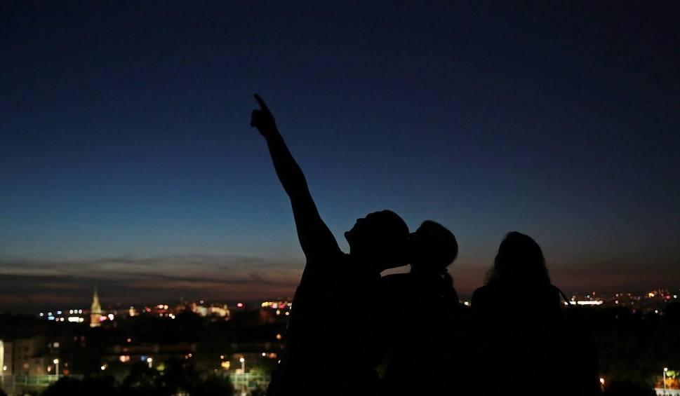 Film do artykułu: Noc spadających gwiazd maj 2020. Niezwykłe zjawisko na niebie! Czy meteory z roju Camelopardalidów będą widoczne w Polsce?